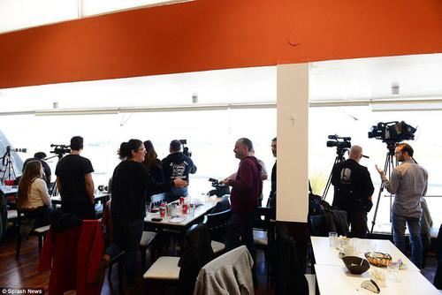 تجمع دهها خبرنگار برای انعکاس اخبار و تصاویر مراسم عروسی مسی