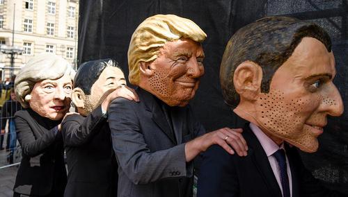 آدمکهای رهبران گروه بیست در تظاهرات اعتراضی مردمهامبورگ در آستانه نشست رهبران گروه بیست در این شهر