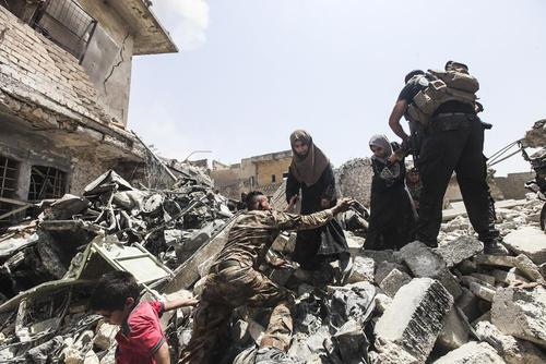 ادامه تخلیه غیر نظامیان از مناطق جنگی در غرب شهر موصل عراق
