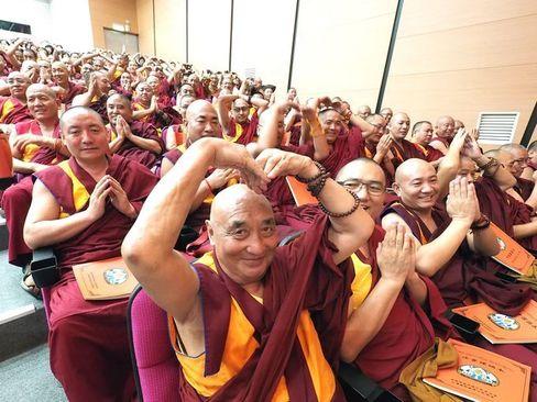 برگزاری جشن تولد هشتاد و دو سالگی دالایی لاما رهبر در تبعید بوداییان تبت از سوی راهبان بودایی در تایپه