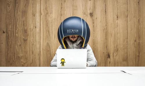 طراحی کلاه ایمنی جدید برای ایجاد تمرکز کاری در ادارات شلوغ و جلوگیری از  صداهای مزاحم – پاریس