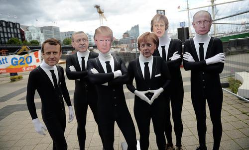 گردهمایی اعتراضی با ماسک چهره رهبران گروه بیست درهامبورگ