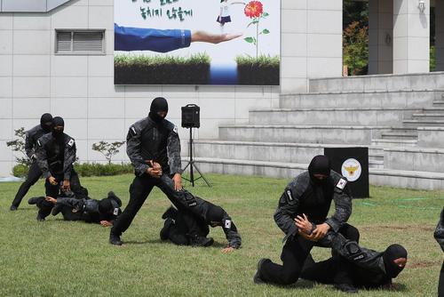 مانور ضد تروریستی نیروهای ویژه پلیس کره جنوبی