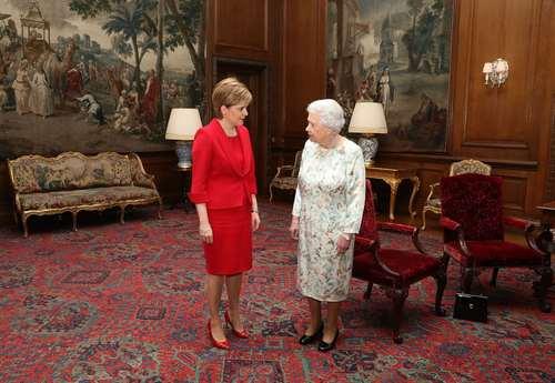 دیدار ملکه بریتانیا با وزیر اول اسکاتلند در ادینبورگ اسکاتلند