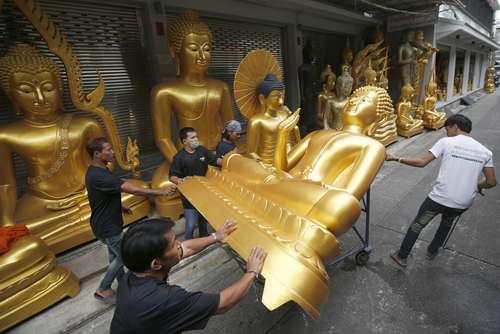 مغازههای فروش مجسمه بودا در شهر بانکوک تایلند
