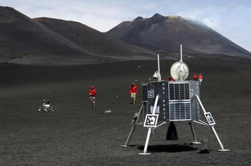 دانشمندان فضایی آلمان در حال آزمایش برخی روباتهای فضایی در کوه