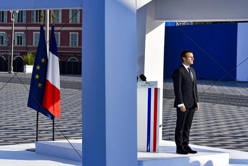 حضور رییس جمهور جدید فرانسه در مراسم گرامیداشت یاد قربانیان حادثه تروریستی نیس در نخستین سالگرد این حادثه – نیس