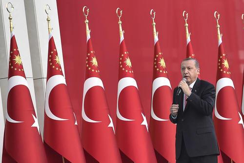 سخنرانی رییس جمهور ترکیه در بیرون کاخ سفید در آنکارا در سالگرد کودتای نافرجام ترکیه