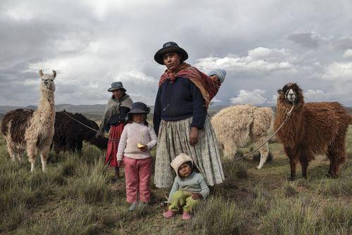 خانوادۀ یک چوپان در بولیوی قارّۀ آمریکای جنوبی. 26 تیر 1396. فرارو