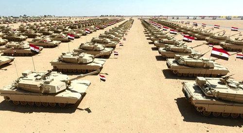 تانکهای ارتش مصر در داخل پایگاه نظامی