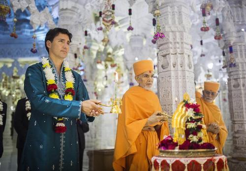 نخست وزیر کانادا در آیین دهمین سالگرد تاسیس معبد هندوها در شهر