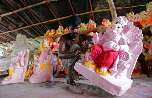 آماده شدن برای جشنواره آیینی خدای گانش در آمریتسار هند