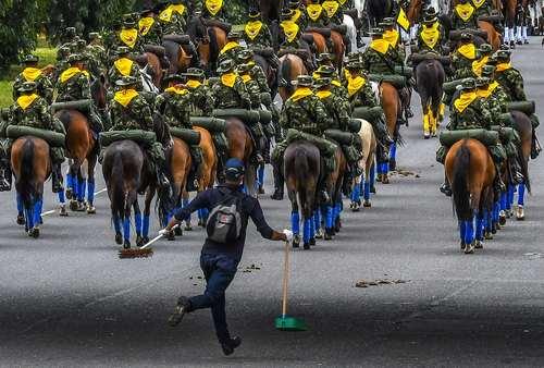 رژه دویست و هفتمین سالگرد استقلال کشور کلمبیا – بوگوتا