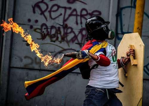 تظاهرات مخالفان حکومت ونزوئلا در شهر کاراکاس