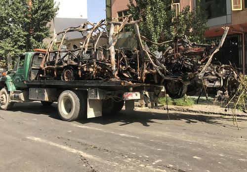 حمل بقایای یک مینی بوس انتحاری در شهر کابل افغانستان