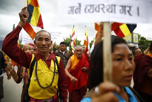 تظاهرات راهبان بودایی معابد ویران شده نپال در اعتراض به کم کاری دولت در بازسازی معابد پس از زلزله ویرانگر سال 2015 – شهر لالیتپور