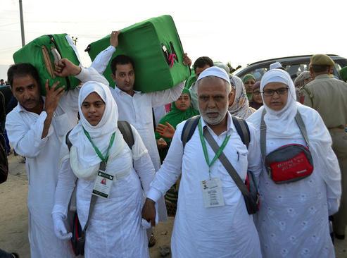 مسلمانان عازم مناسک حج تمتع در سرینگر کشمیر