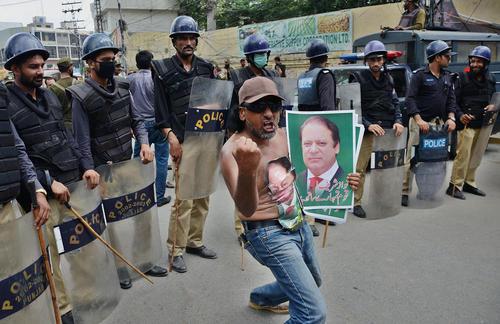 ابراز شادمانی از رای دیوان عالی پاکستان به عدم صلاحیت نخست وزیر پاکستان – لاهور