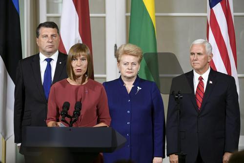 نشست خبری مشترک روسای جمهور سه کشور حوزه بالتیک ( لتونی، استونی و لیتوانی) به همراه معاون رییس جمهور آمریکا در شهر تالین پایتخت استونی