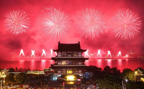 نورافشانی شهر چانگشای چین به مناسبت جشن نودمین سالگرد تاسیس ارتش آزادیبخش خلق چین