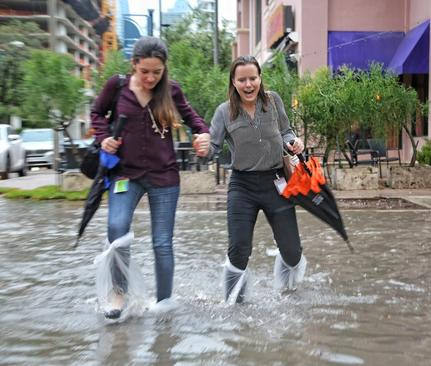 بارش باران سیلآسا در شهر میامی در ایالت فلوریدا آمریکا