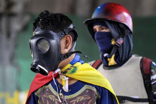 ادامه اعتراضات مخالفان حکومت ونزوئلا در کاراکاس