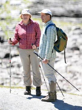 آنگلا مرکل صدر اعظم آلمان امسال را نیز به سیاق سال های گذشته برای گذراندن تعطیلات تابستانی به همراه همسرش به شمال ایتالیا و منطقه آلپ رفت. پوشیدن یک لباس یکسان در جریان تعطیلات تابستانی 5 سال گذشته مرکل توجه رسانه ها را جلب کرده است.