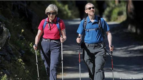 ترزا می نخست وزیر بریتانیا نیز اخیرا از یک تعطیلات تابستانی در منطقه آلپ در شمال ایتالیا و سوییس بازگشته است
