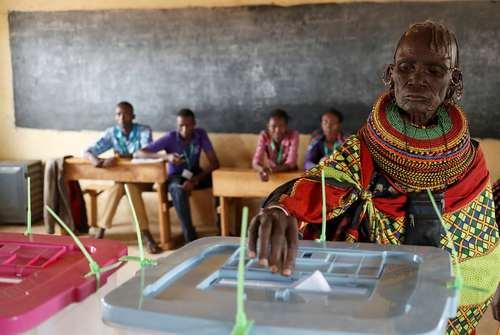 رای دادن اعضای قبایل بومی کنیا در انتخابات ریاست جمهوری این کشور