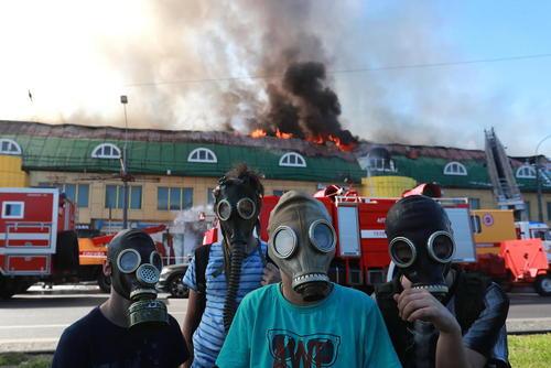 آتش سوزی یک مرکز خرید در مسکو