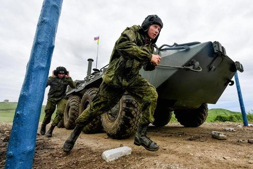واحدهای نیروی دریایی روسیه در جریان بازی های ارتش های جهان در این کشور