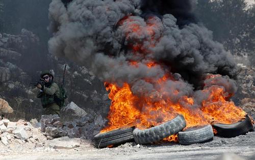 درگیری سربازان اسراییل با جوانان معترض فلسطینی – نابلس