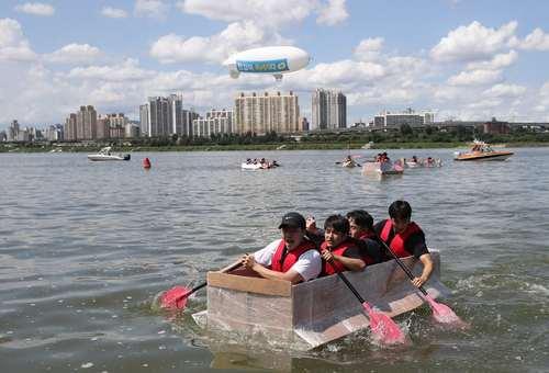 مسابقات سالانه قایقرانی با قایق کاغذی در شهر سئول کره جنوبی