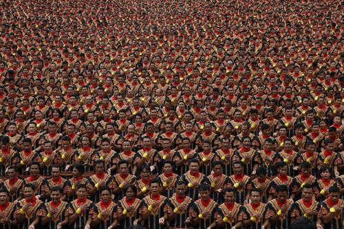 گردهم آمدن بیش از 10 هزار رقصنده در اجرای رقص سنتی