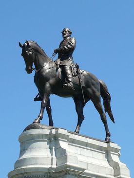 مجسمه ژنرال رابرت ئی لی از فرماندهان جبهه جنوب در جنگ های داخلی آمریکا
