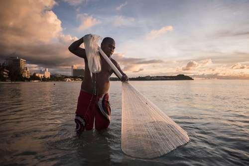 ماهیگیری در ساحل گوام