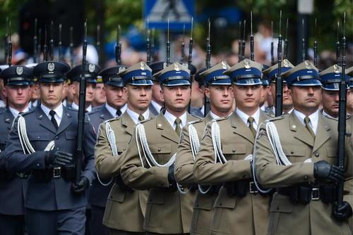 رژه روز ارتش در ورشو لهستان