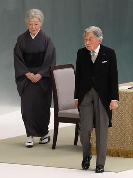 امپراتور ژاپن و همسرش در مراسم هفتادودومین سالگرد تسلیم ژاپن در جنگ دوم جهانی – توکیو
