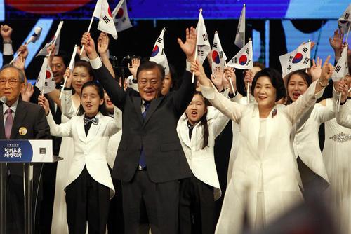 رییس جمهور کره جنوبی در جشن هفتادودومین سالگرد آزادسازی شبه جزیره کره از اشغال ژاپن در جنگ دوم جهانی – سئول