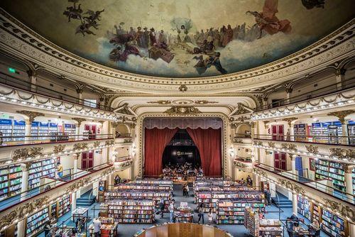 تبدیل یک سالن تئاتر قدیمی به یک کتابخانه جدید و مدرن در شهر بوینوس آیرس آرژانتین