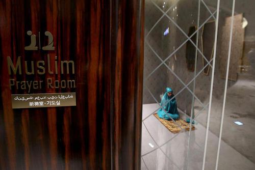 ساخت نمازخانه برای مسلمان ها در یکی از شعبات فروشگاه زنجیره ای خرده فروشی