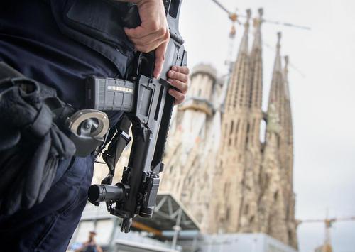 شهر بارسلونا اسپانیا پس از حمله تروریستی هفته گذشته حالت امنیتی به خود گرفته است