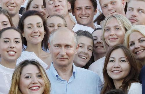 ولادیمیر پوتین رییس جمهور روسیه در جشنواره سالانه جوانان در شبه جزیره کریمه