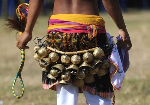 یک مبارزه سنتی در جریان جشنواره ای در بالی اندونزی