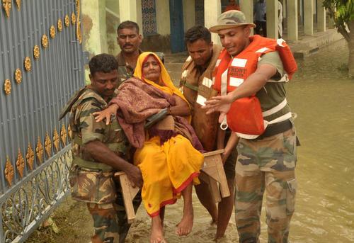 امداد رسانی ارتش به سیلزدگان استان بیهار در هند