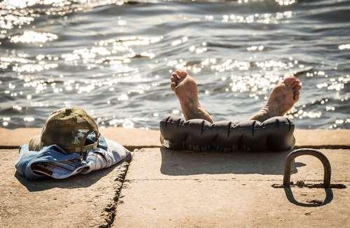 حمام آفتاب در حاشیه رود ولگا در روسیه