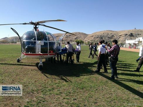 مصدومان حادثه بامداد جمعه داراب که وضعیت جسمانی وخیم داشتند با بالگرد به شیراز منتقل شدند