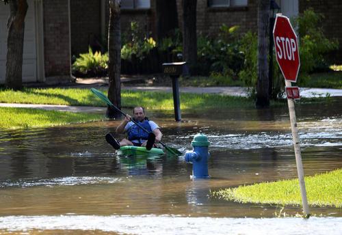 سیلاب ناشی از توفان هاروی در شهر هوستون در ایالت تگزاس آمریکا