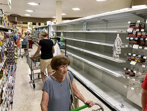 خالی کردن فروشگاه های شهر پالم بیچ فلوریدا در آستانه توفان مهیب