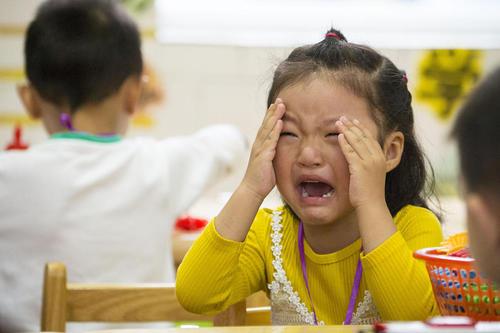 گریه کلاس اولی ها در نخستین روز مدرسه – نانتونگ چین